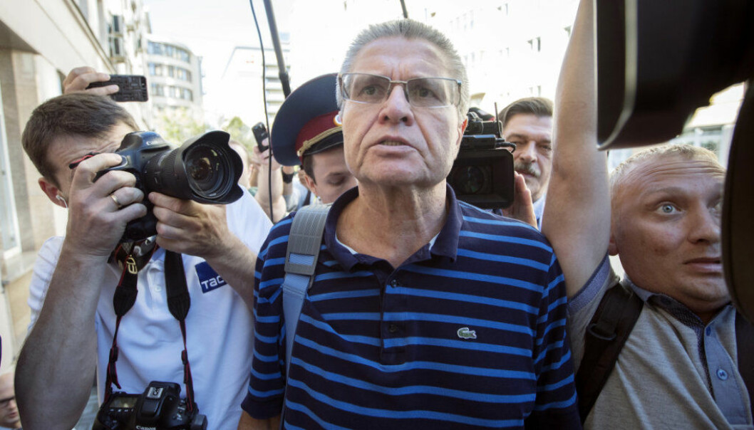 Former Russian Economic Development Minister Alexei Ulyukayev surrounded by journalists is convoyed for a hearing in a court in Moscow, Russia, Wednesday, Aug. 16, 2017.  Ulyukayev was detained last year after he allegedly accepted $2 million in cash from state oil company Rosneft in a sting set up by the FSB intelligence agency. Ulyukayev was largely seen as a victim of a Kremlin power play against Igor Sechin, chief executive of the oil company Rosneft and President Vladimir Putin's close ally. (AP Photo/Pavel Golovkin)