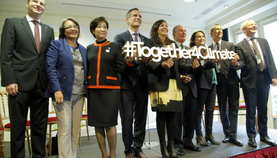 Quiot mayor Mauricio Rodas, Capte Town mayor Patricia de Lille, second left, Tokyo Gov. Yuriko Koike, third left, Los Angeles Mayor Eric Garcetti, fourth left, Paris mayor Anne Hidalgo, center, Michael Bloomberg, fourth right, Barcelona mayor Ada Colau, third right, Milan mayor Giuseppe Sala, second right, attend a meeting in Paris, Monday Oct.23, 2017. (AP Photo/Michel Euler)