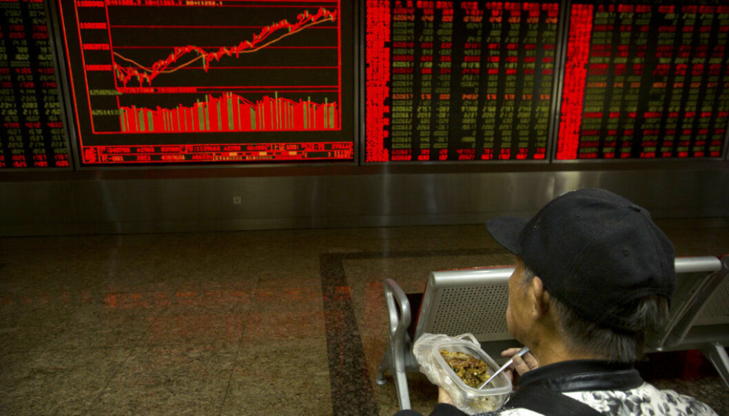 A Chinese investor eats lunch while monitoring stock prices at a brokerage house in Beijing, Tuesday, Nov. 7, 2017. Asian stocks surged Tuesday after Wall Street posted modest gains on deal reports and turmoil in Saudi Arabia sent crude prices soaring. (AP Photo/Mark Schiefelbein)